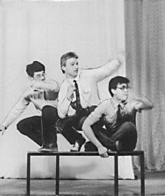 На фото слева направо - Михаил Брон, Владислав Коваль, Александр Качалин (КВН 1988)