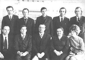 Первый ряд: Н.С.Куцоконь, В.С.Иванов, В.В.Корнилов, Н.К.Демиденко, Н.В.Иванова; второй ряд: В.П.Поникар, П.И.Соснин, Б.Н.Кукушкин, В.В.Никонов, А.А.Смагин.